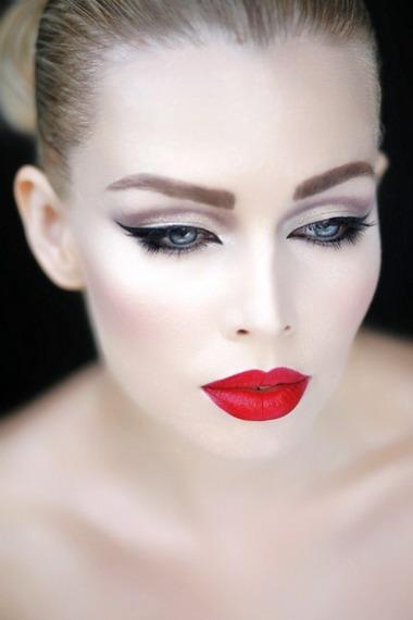 фото вечерний макияж для голубых глаз